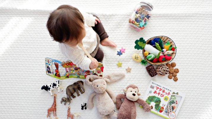 Faut-il laver les jouets et les doudous de ses enfants ?