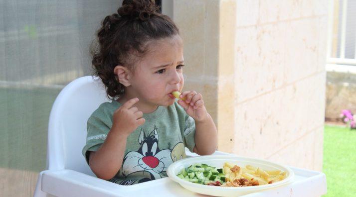 Mon enfant refuse de manger des légumes, que faire ?