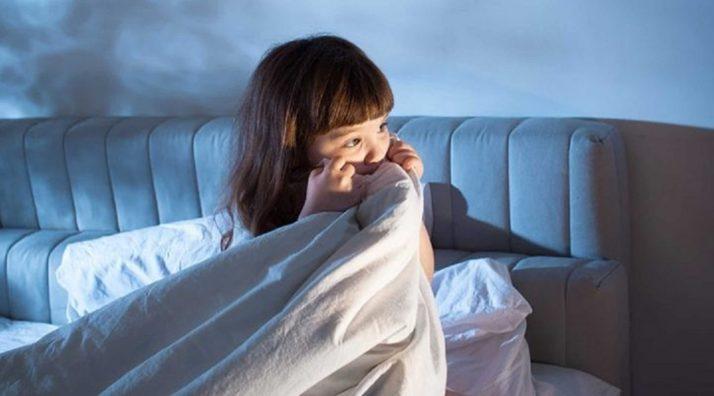 Surmonter les peurs de votre enfant au moment du coucher