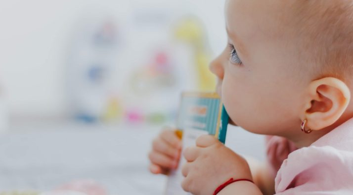 Calmer les poussées dentaires de votre enfant